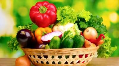 Какие витамины нужны для волос и ногтей? В первую очередь те, которые растут на дачной грядке и настойчиво стремятся в вашу корзинку
