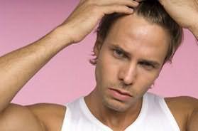 Фото: выпадение волос у мужчин - достаточно распространенная проблема