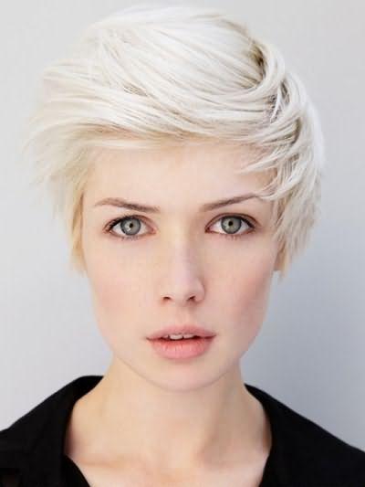 Более яркий, чем пепельный и броский - платиновый блонд.