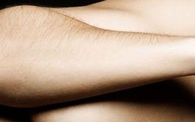 Волоски на руках сделают малопривлекательной даже самую красивую женщину