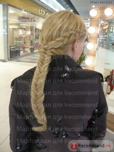 """Роскошная коса. По бокам тоже иск. пряди вплетены, потому косички толстые и нет перехода """"на голове три волосины, а внизу коса толщиной в руку""""."""