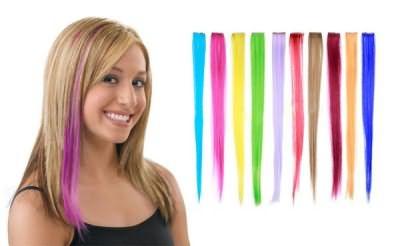 Цветные прядки помогают выглядеть, современнее, ярче и динамичнее.