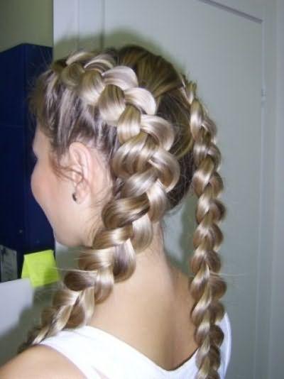 Французская коса – это не только привлекательная прическа на каждый день, но и еще и невероятные кудряшки, которые получаются, если волосы распустить