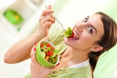 Если вы на диете - не забывайте что питание должно быть сбалансированным, цена пренебрежения - тонкие и уязвимые пряди.