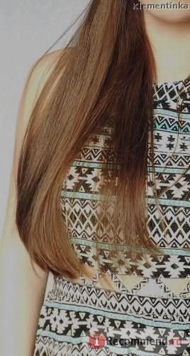 на волосы нанесено масло, для придания гладкости