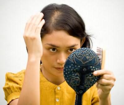 Выпадают волосы к какому врачу обратиться