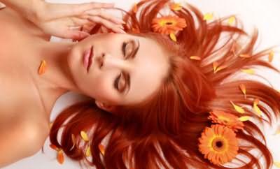 Домашнее лечение волос маслами возвращает красоту, блеск и цвет.