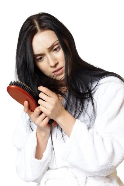 Лечить выпадение волос можно с помощью народных средств.