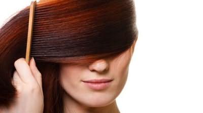 Домашние маски и отвары помогут восстановить структуру волос и предотвратить выпадение.