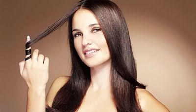 Лечения жирных волос в домашних условиях возвращает им силу, здоровье и подсушивает кожу головы.