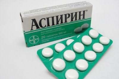 Привычные таблетки от головной боли также замечательно справляются с возникшей проблемой